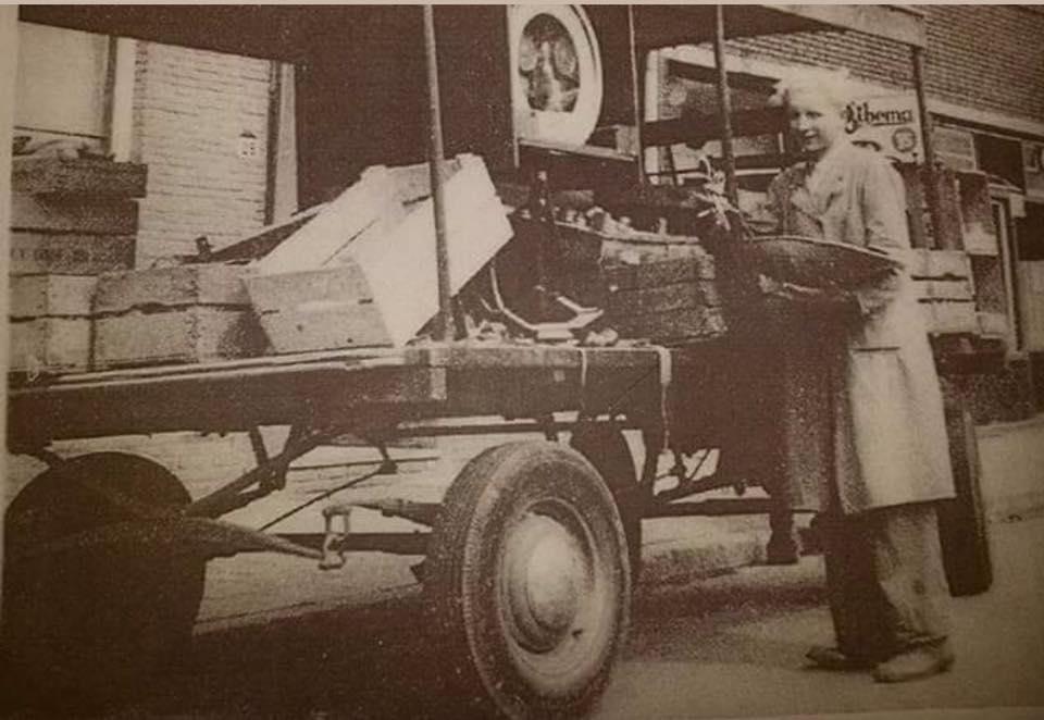 Nol-Hendriks--met-zijn-groentewagen