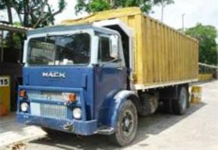Mack-trucks-3