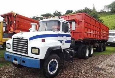Mack-trucks-4