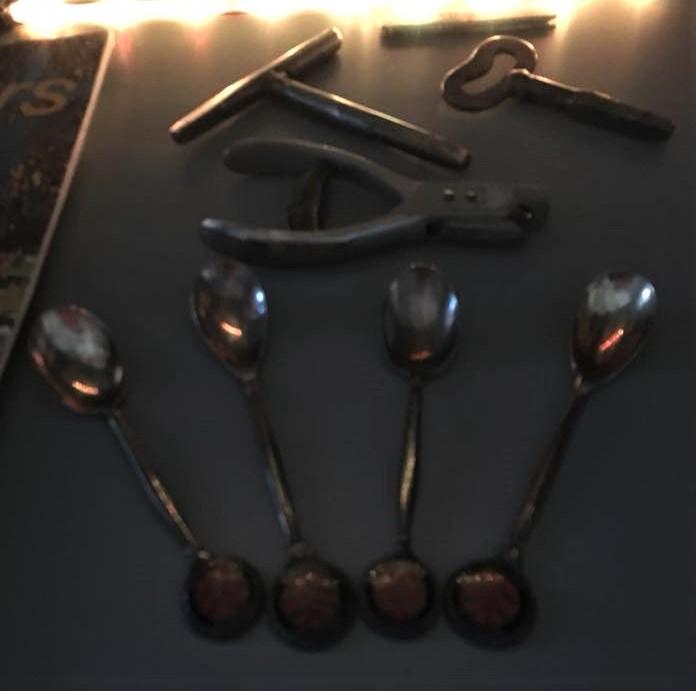 Zilveren-lepeltjes-van-de-Ebad-en-kniptang-Yvo-Kengen-