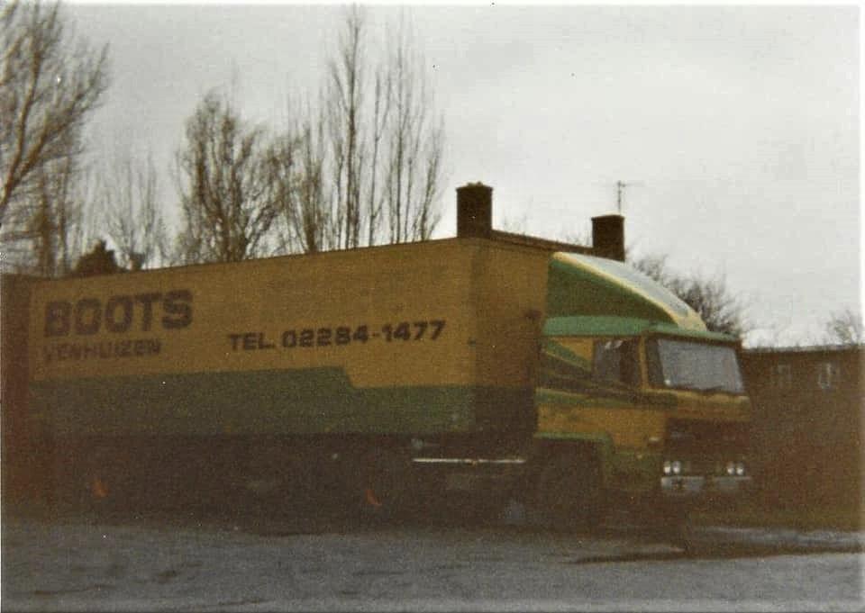1986-of-1987--DAF-2300-BT30FT-met-de-Netam-Fruehauf-enkelas-oplegger-