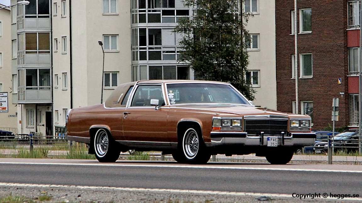 Cadillac-Fleetwood--1983