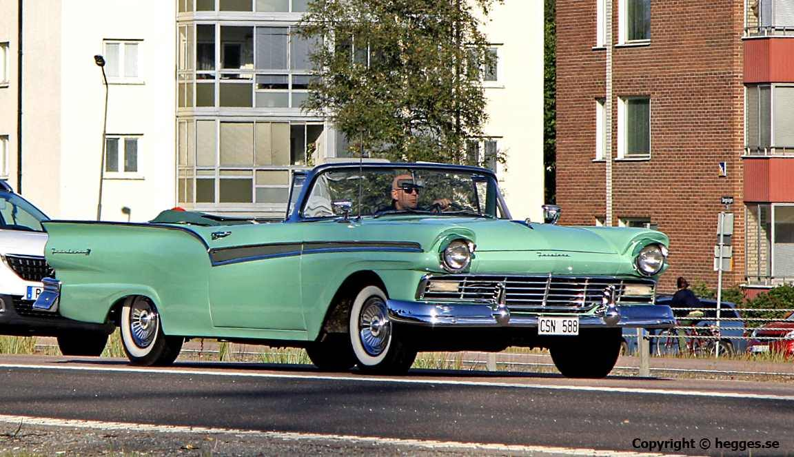 FORD-FAIRLANE-500-SUNLIN-1957