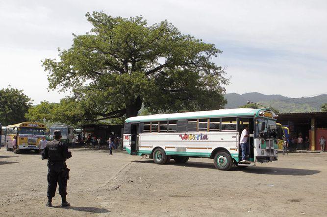 policia-ejercito-mandaron-autobuses-camiones_LPRIMA20150727_0124_33