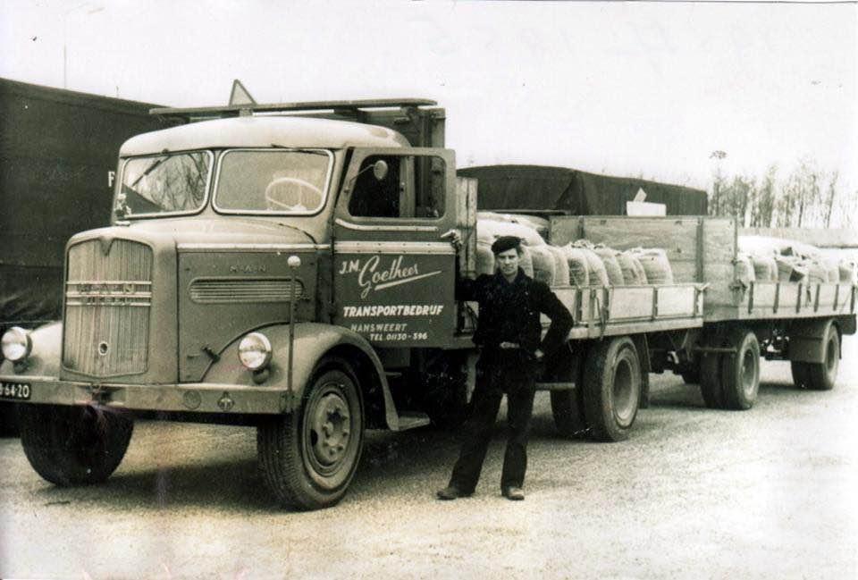 Goedheer-transport-Hansweert-chauffeur--Piet-Busstraan-1954-