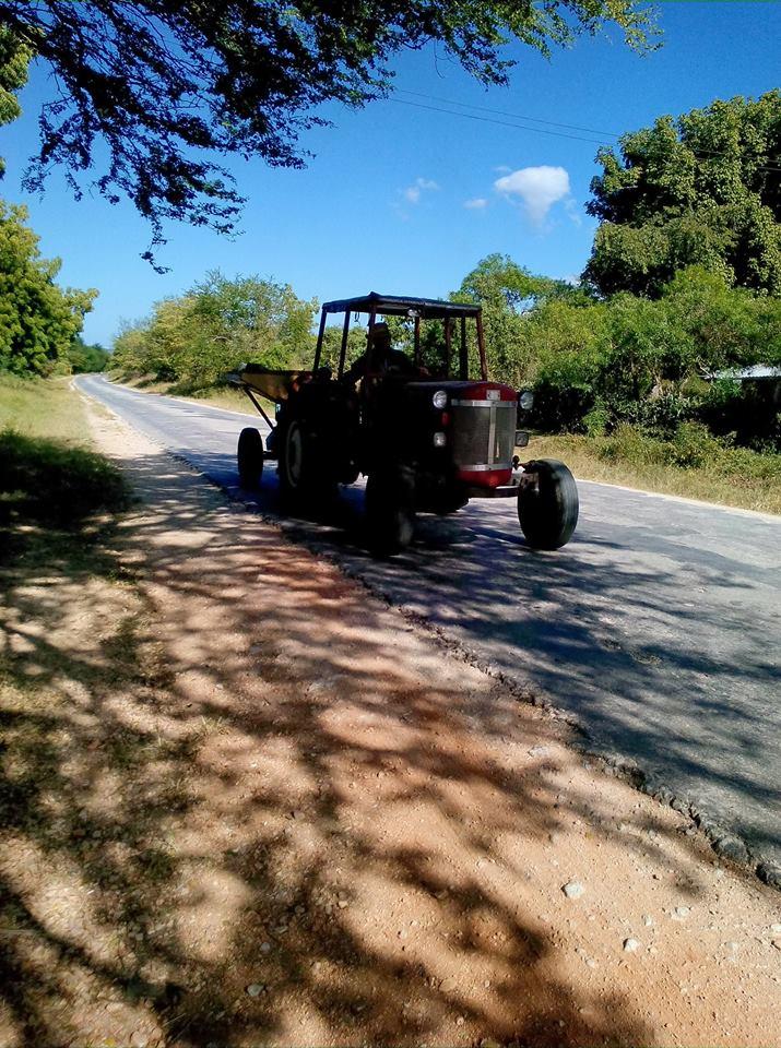 Klassieke-tractor--gemaakt-in-noord-amerika--Gefotografeerd-in-gibara--holguin--cuba