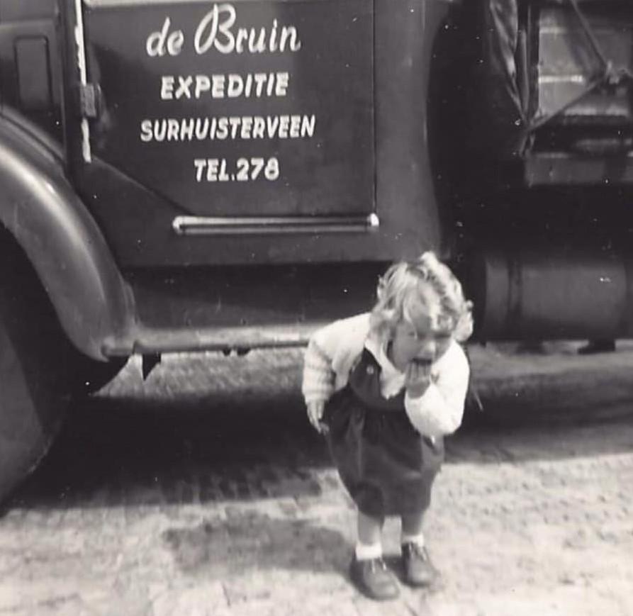 Alie-de-Bruin-voor-de-eerste-Volvo-van-de-firma-2