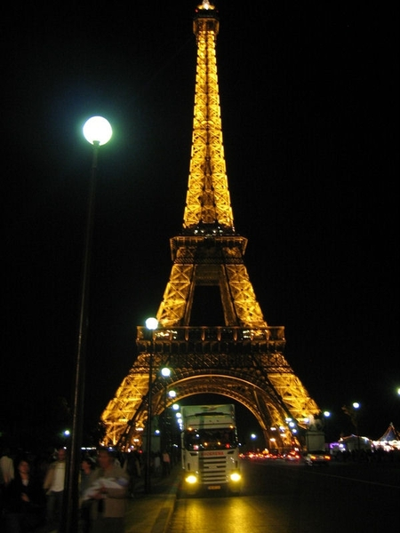 Scania---Eifel-toren-Parijs