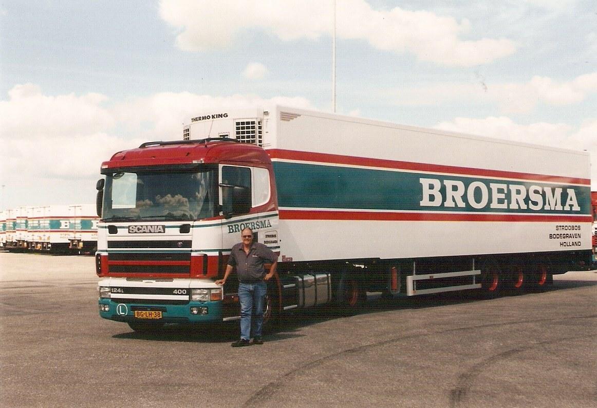 scania--Jappie-Pebesma-bij-zijn-vrachtwagen