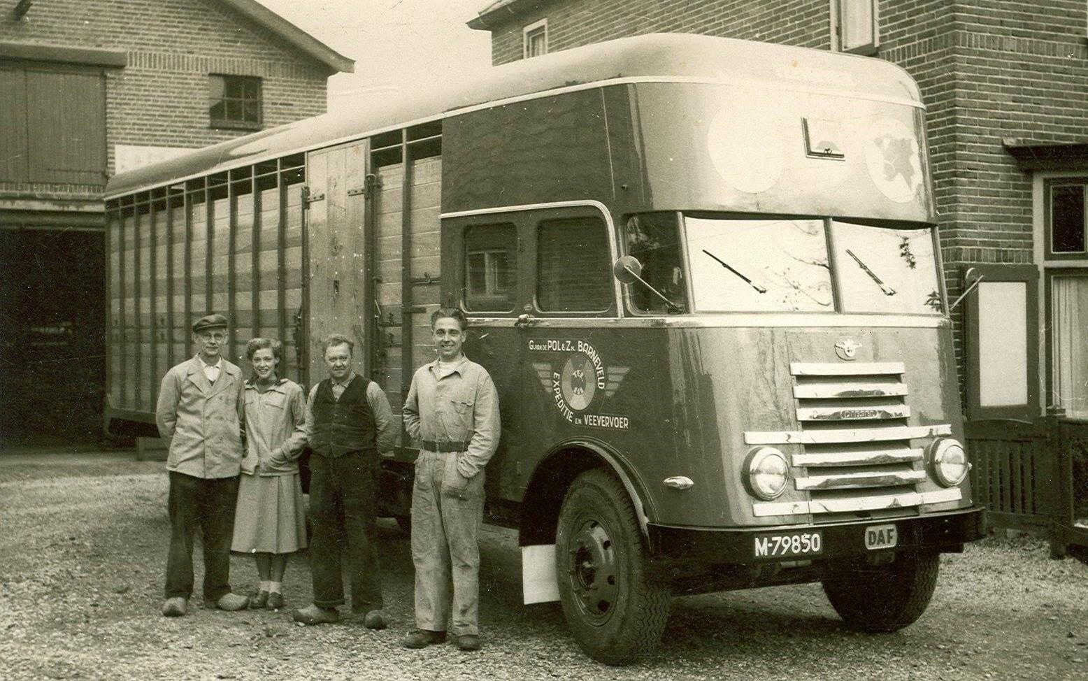 DAF-met--Rechts-de-bouwer-van-de-truck--v-Ravenhorst-2