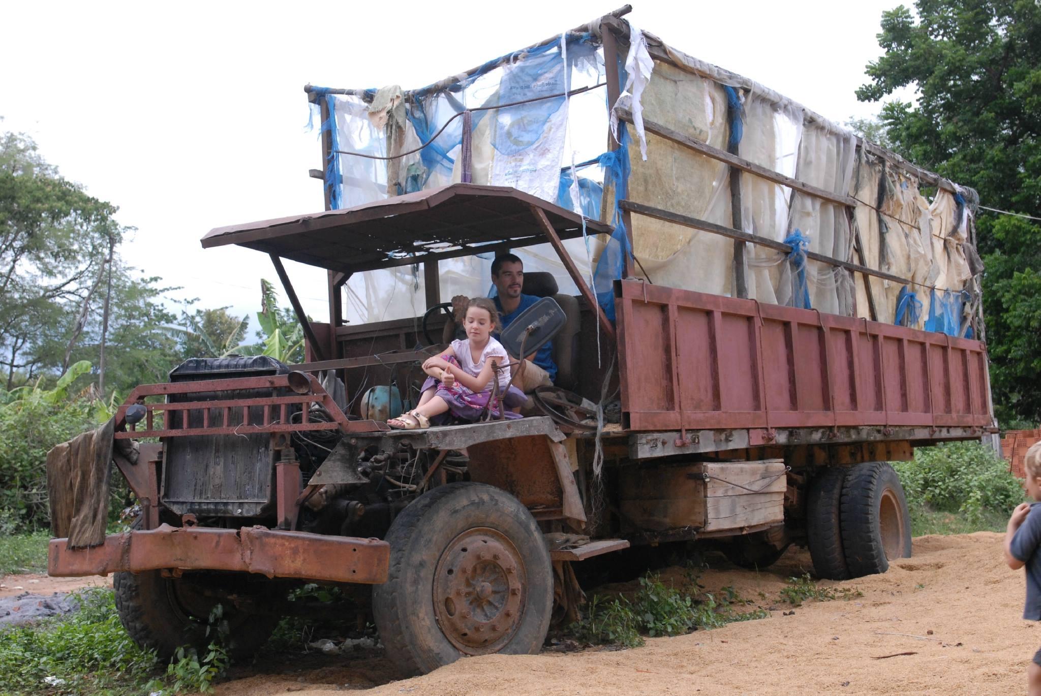 Cambodja---vrachtwagen-nog-in-gebruik--30-3-2019--2