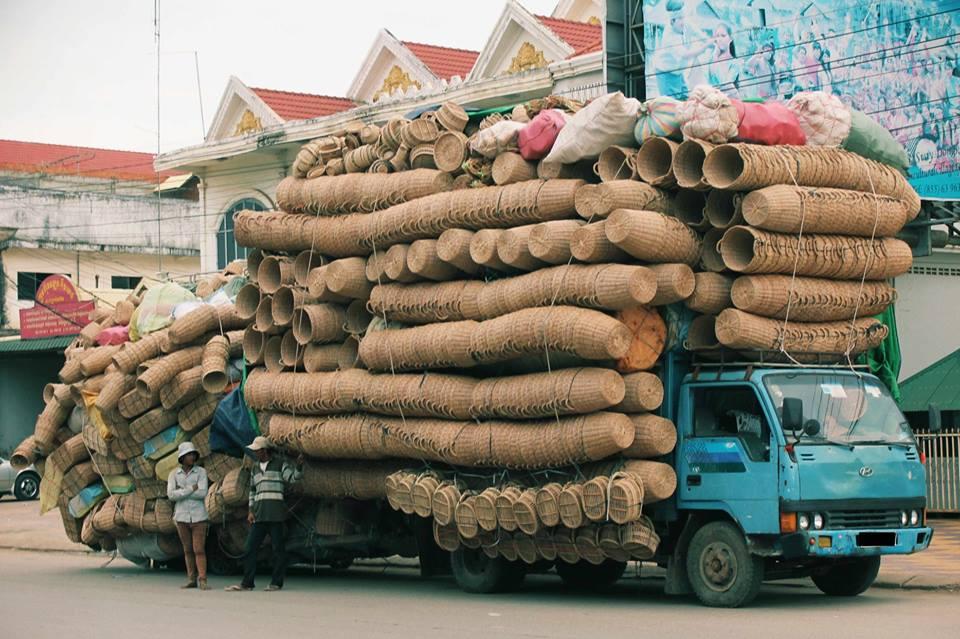 Vervoer-van-manden-naar-cambodja