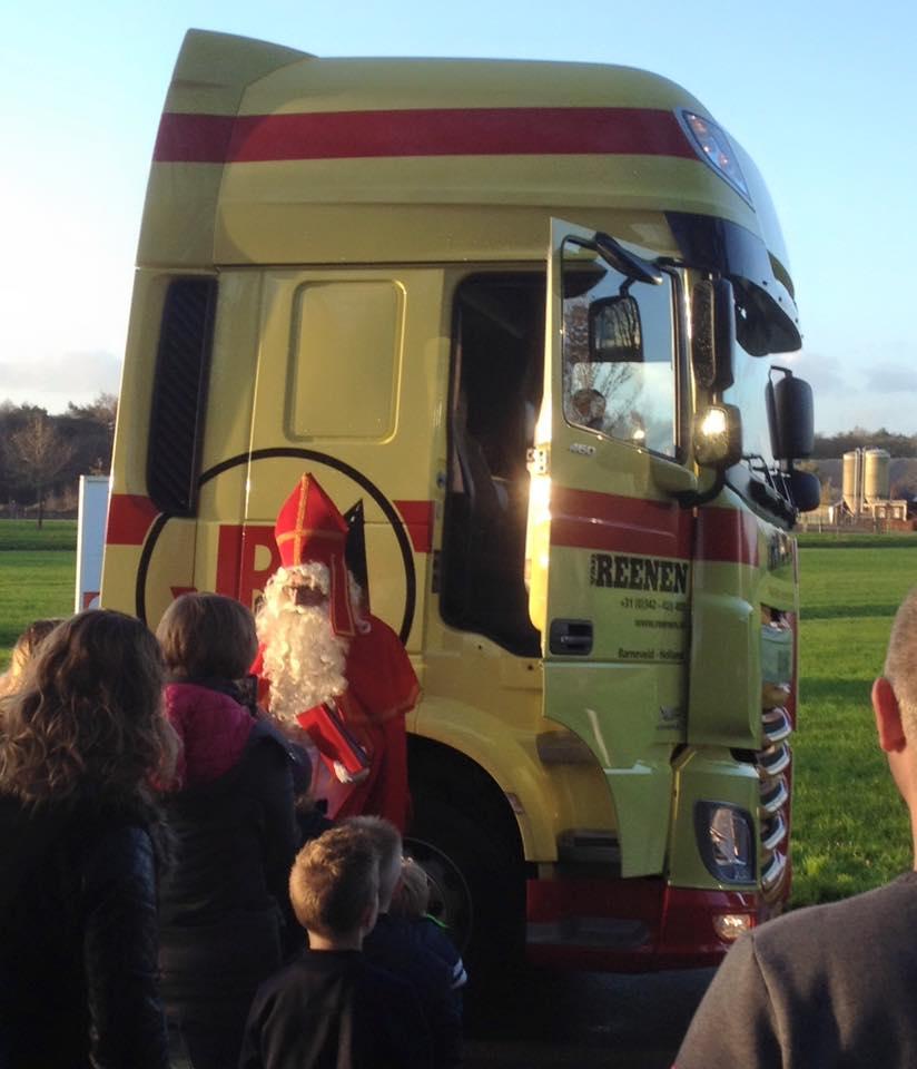 7-12-2015-Sinterklaas-bezoekt-ook-dit-jaar-de-firma