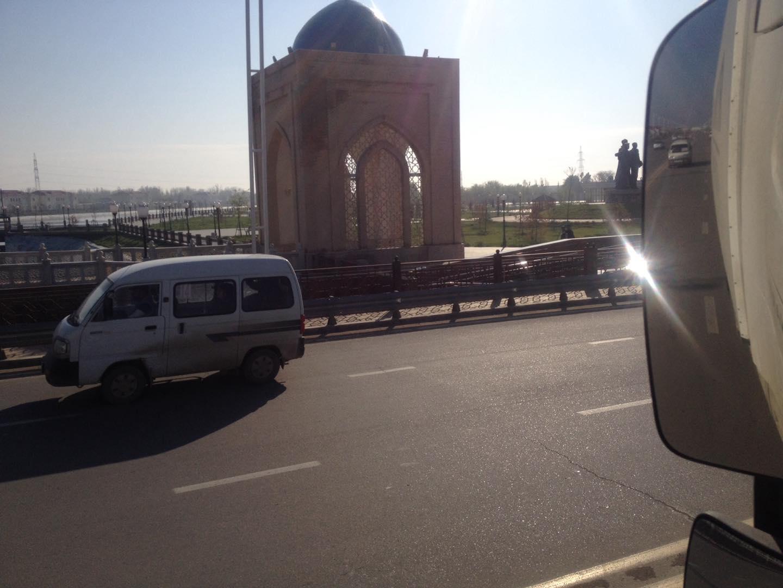 Een-paar-mooie-foto-s-van-onze-trucks-in-zuid-kazachstan--deze-week--op-weg-van-nederland-naar-kabul--afghanistan-voedsel-brengen-aan-de-navo-soldaten-slechte-wegen-he--foto-s-gemaakt-Seyhun-1-4-201911
