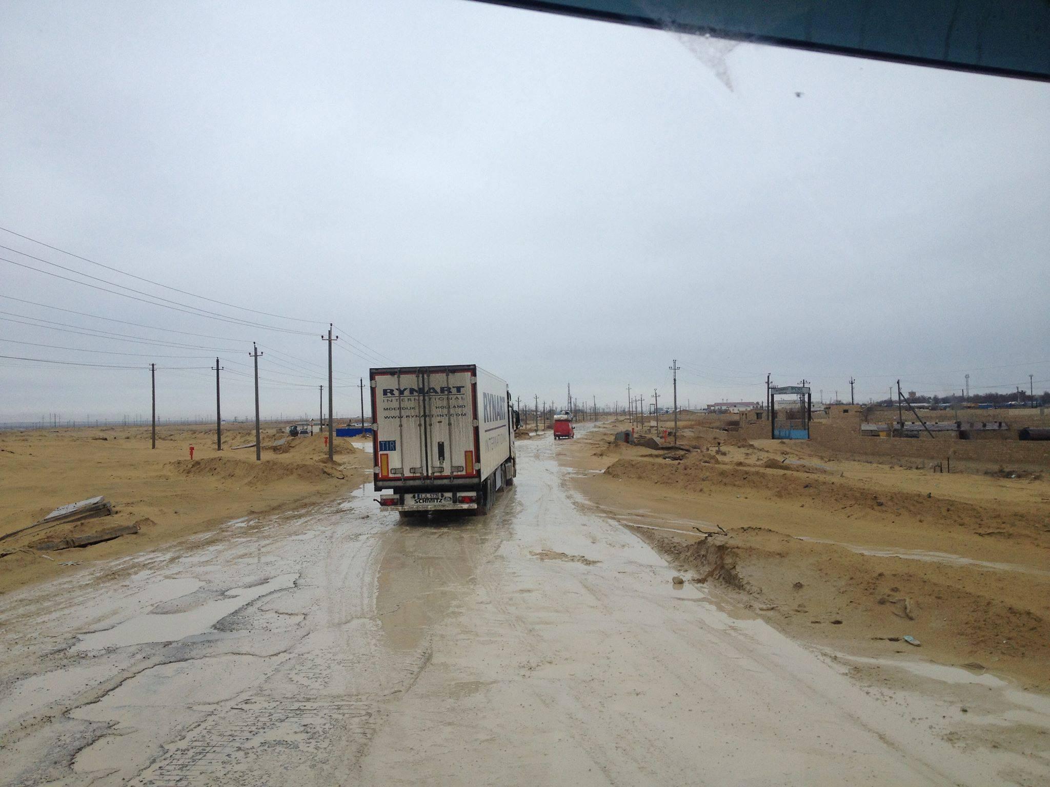 Een-paar-mooie-foto-s-van-onze-trucks-in-zuid-kazachstan--deze-week--op-weg-van-nederland-naar-kabul--afghanistan-voedsel-brengen-aan-de-navo-soldaten-slechte-wegen-he--foto-s-gemaakt-Seyhun-1-4-201913