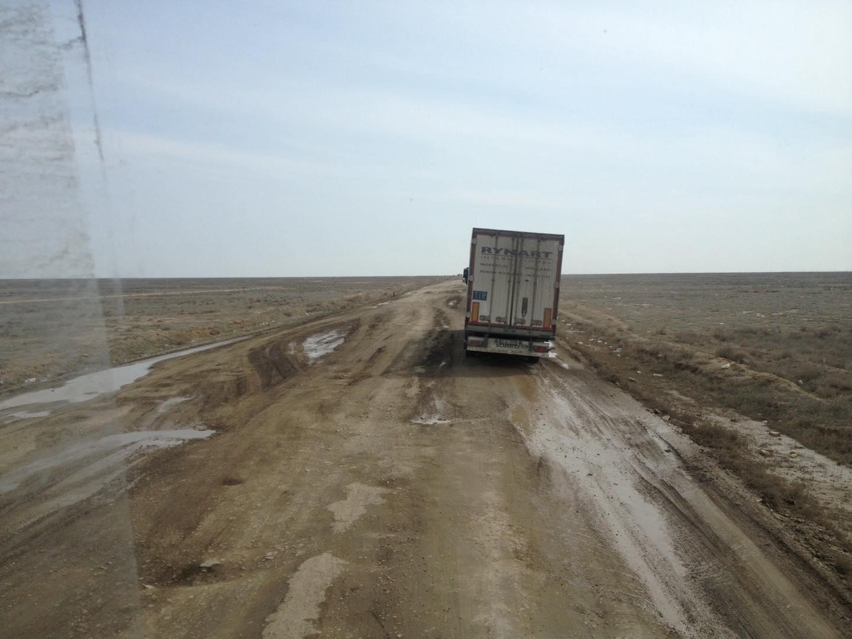 Een-paar-mooie-foto-s-van-onze-trucks-in-zuid-kazachstan--deze-week--op-weg-van-nederland-naar-kabul--afghanistan-voedsel-brengen-aan-de-navo-soldaten-slechte-wegen-he--foto-s-gemaakt-Seyhun-1-4-201915