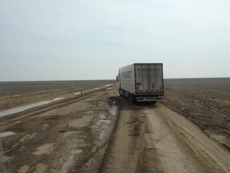 Een-paar-mooie-foto-s-van-onze-trucks-in-zuid-kazachstan--deze-week--op-weg-van-nederland-naar-kabul--afghanistan-voedsel-brengen-aan-de-navo-soldaten-slechte-wegen-he--foto-s-gemaakt-Seyhun-1-4-20198