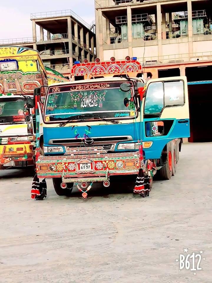 Hino-Qaiser-Wawan-truck