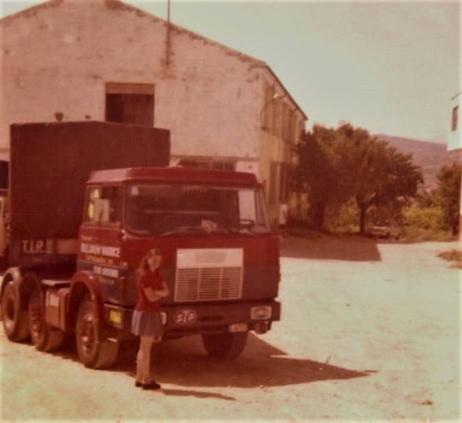 Iris-bij-de-Henschel-F221-in-1973-in-Onil-Spanje--3