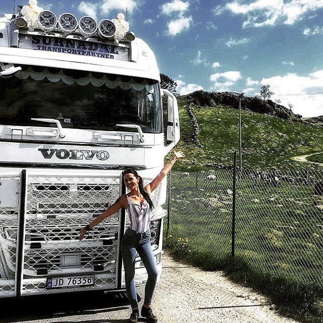 Lillian-Hersvik-met-de-Volvo-in-Noorwegen-2