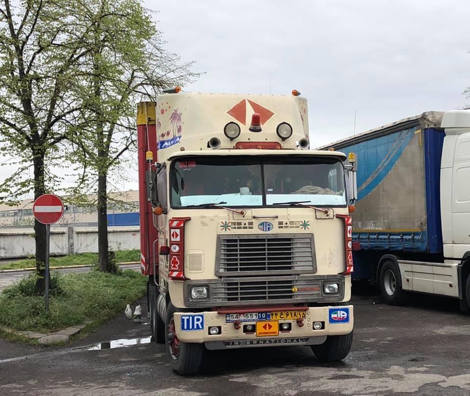 Robert-van-Kooij-Vandaag-05-04-2019-op-Campogaliano--Iranier-met-stok-oude-International-zijn-toch-taaie-rakkers-zowel-truck-als-chauffeur--1