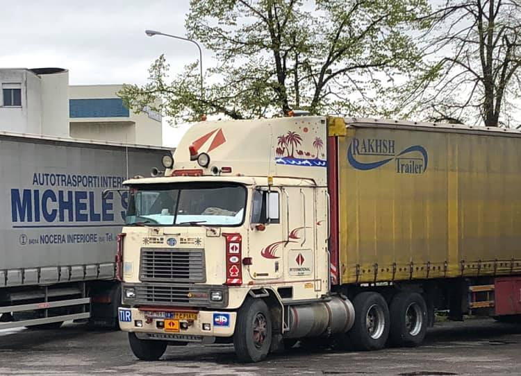 Robert-van-Kooij-Vandaag-05-04-2019-op-Campogaliano--Iranier-met-stok-oude-International-zijn-toch-taaie-rakkers-zowel-truck-als-chauffeur--2