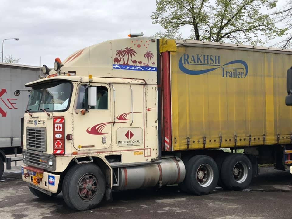 Robert-van-Kooij-Vandaag-05-04-2019-op-Campogaliano--Iranier-met-stok-oude-International-zijn-toch-taaie-rakkers-zowel-truck-als-chauffeur--3