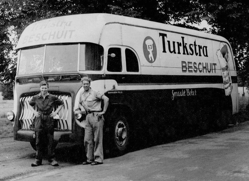 0-Met-Tjeerd-Bult-en-Petrus-de-lange--Foto-is-gemaakt-in-de-jaren--1950-