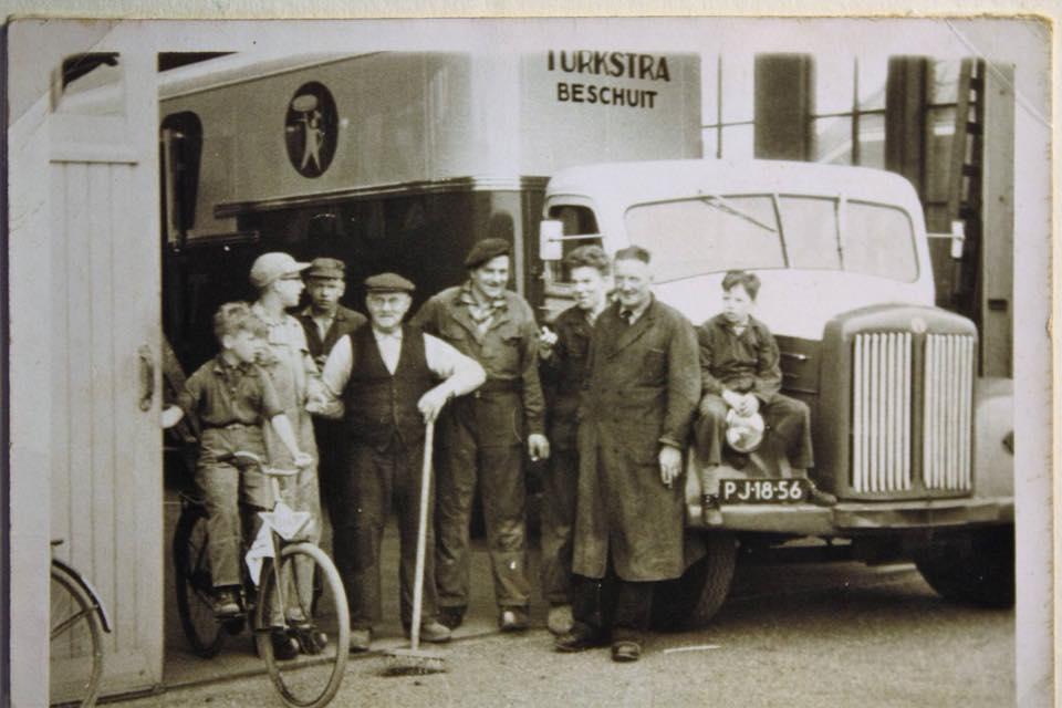 0-Scania-Vabis----Pake-Pieter-en-omke-Johannes-helemaal-rechts