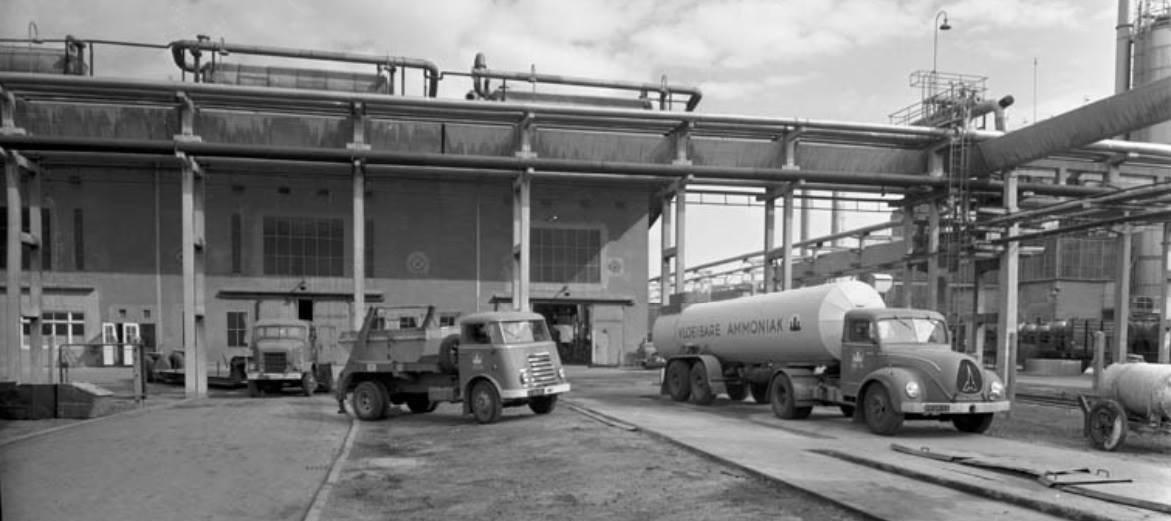 1955-Zware-Magirus-deutz-6500--Daf-en-op-de-achtergrond-een-International