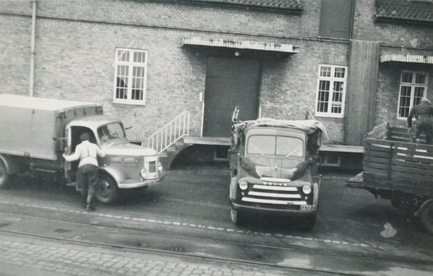 1956-USA-Dodge--1946-benzin