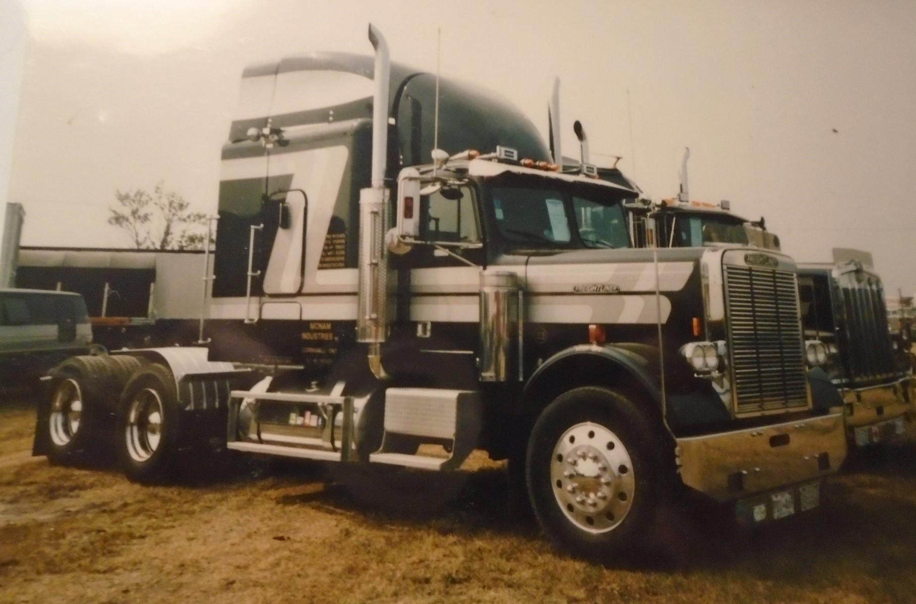 Freightliner--6X4--2