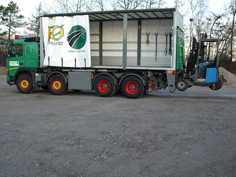 medbringer-trucks--paa-4-aksel-bil-2008-