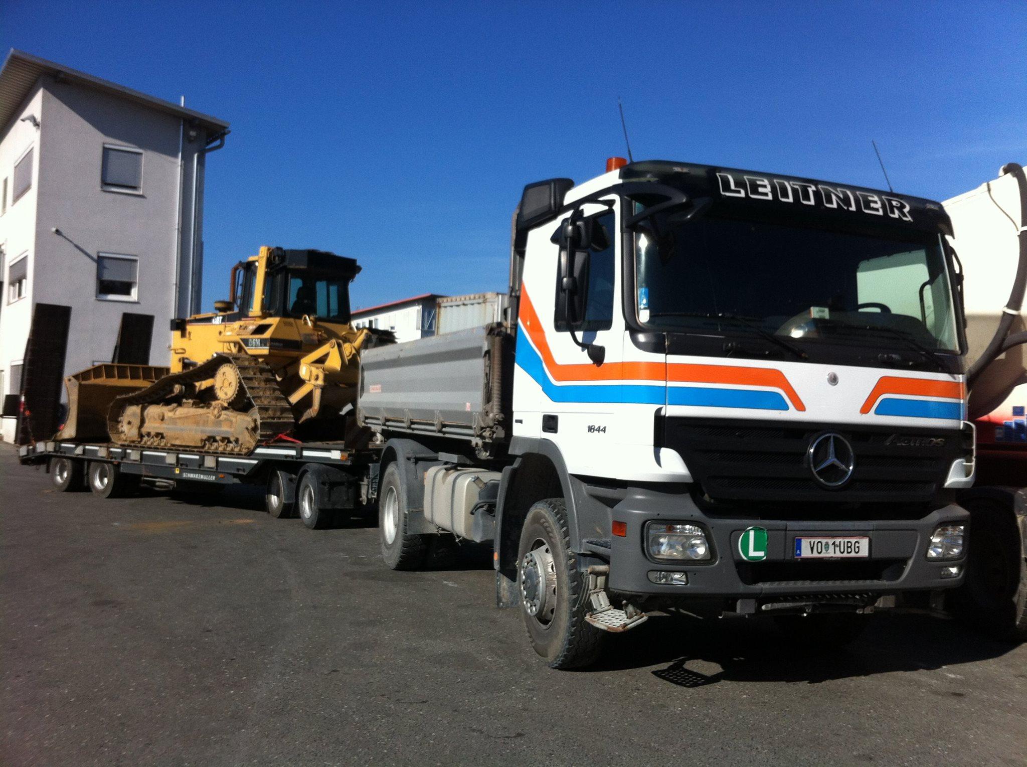 Mercedes--Baumaschinen-Transport