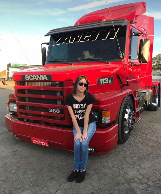 Vrouw---en--truck-perfectie--dit-is-onze-wiskunde