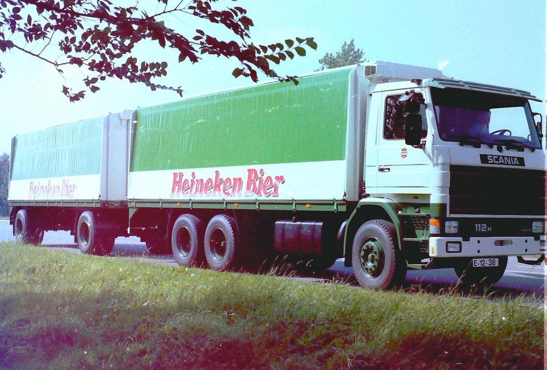 Scania-112H-met-een-RAF-aanhangwagen-is-door-Rondaan-in-Beetgum--1