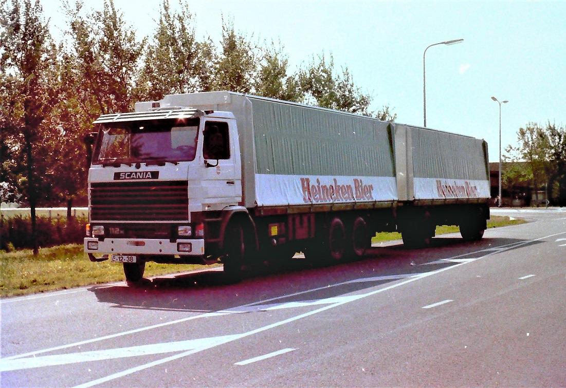 Scania-112H-met-een-RAF-aanhangwagen-is-door-Rondaan-in-Beetgum--3