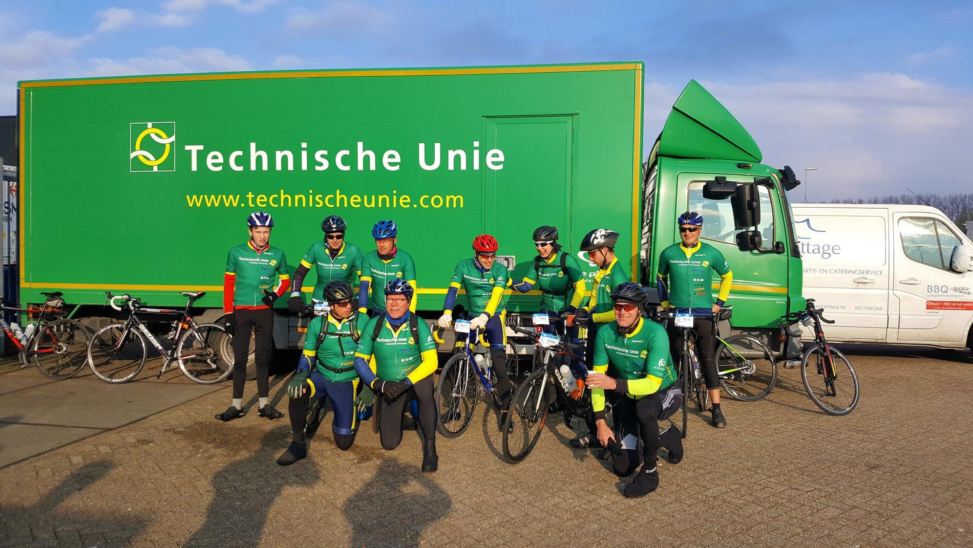Het-zag-groen-op-de-Nederlandse-wegen--afgelopen-weekend--In-Tilburg-deden-collega-s-mee-met-de-jaarlijkse-Truck-Tour--14-4-2019-