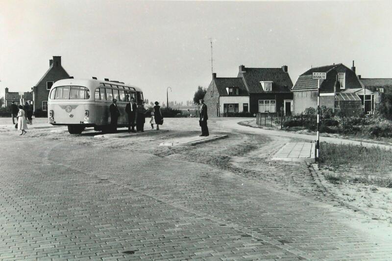 bushalte-Zeeuwsch-Vlaamse-Tram-Maatschappij--autobus1958