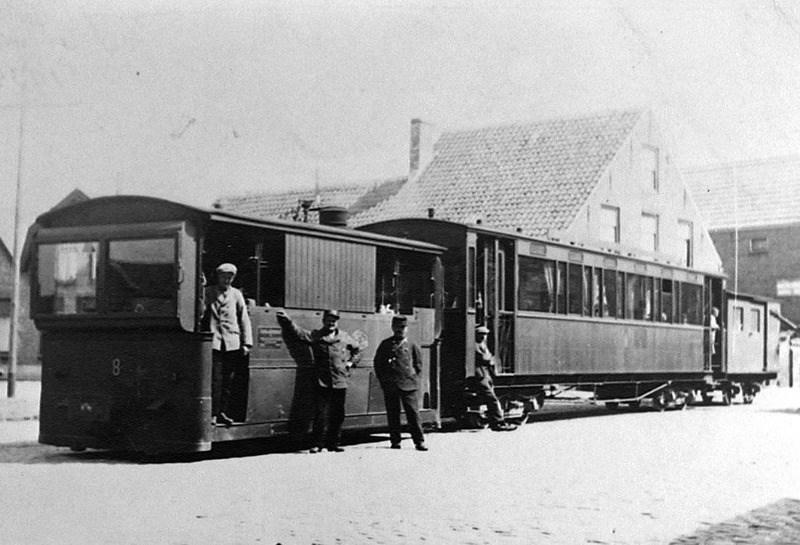de-Zeeuws-Vlaamse-Tram--de-locomotief-had-een-somber-klinkende-2-tonige-hoorn1930