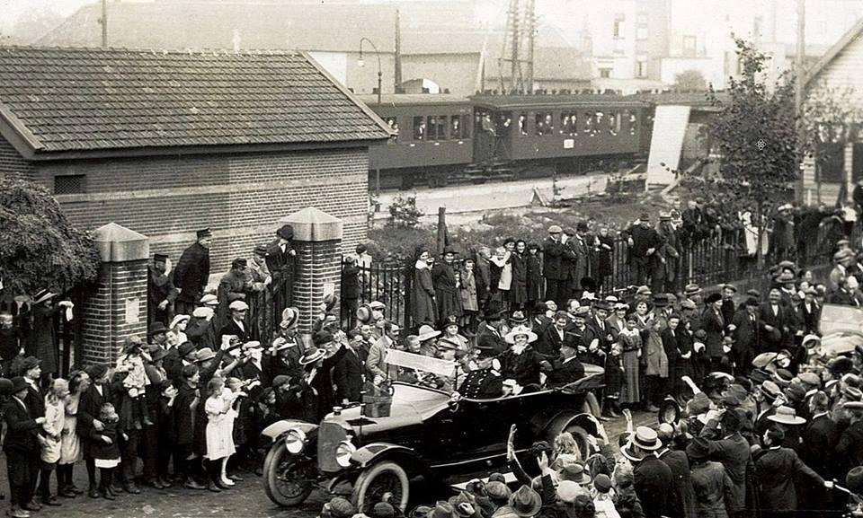 Heerlen-eerste-steenlegging-van-de-Vroedvrouwen-School-25-September-1920