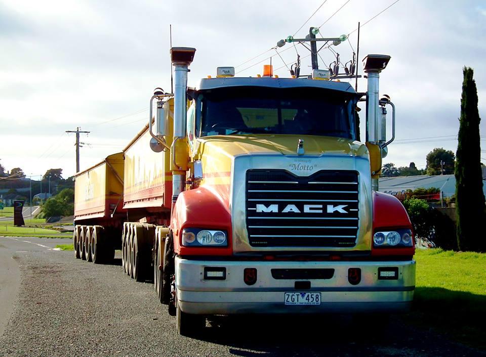 Mack-in-Portland-18-4-2015-