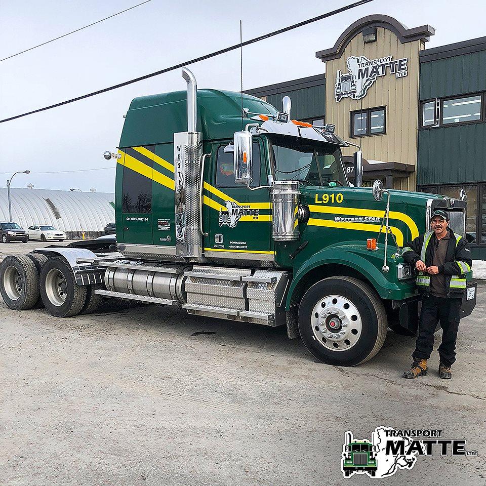 Western-Star-Trucks-2019-doorkruist-nu-de-wegen-van-quebec-met-zijn-chauffeur-Robert-Chaput-