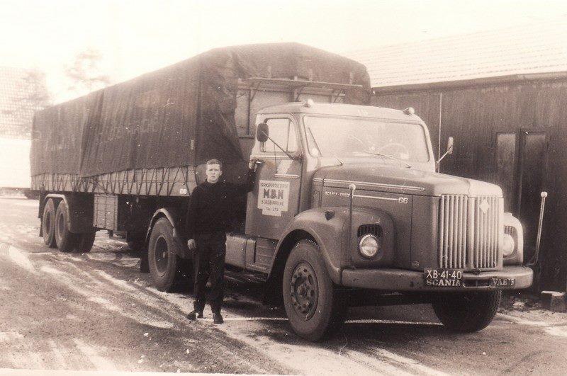 Gerrit-Monsma-Je-zou-het-niet-zeggen-maar-de-chauffeur-ben-ik--Scania-L-66-bij-Klein-Groenendaal