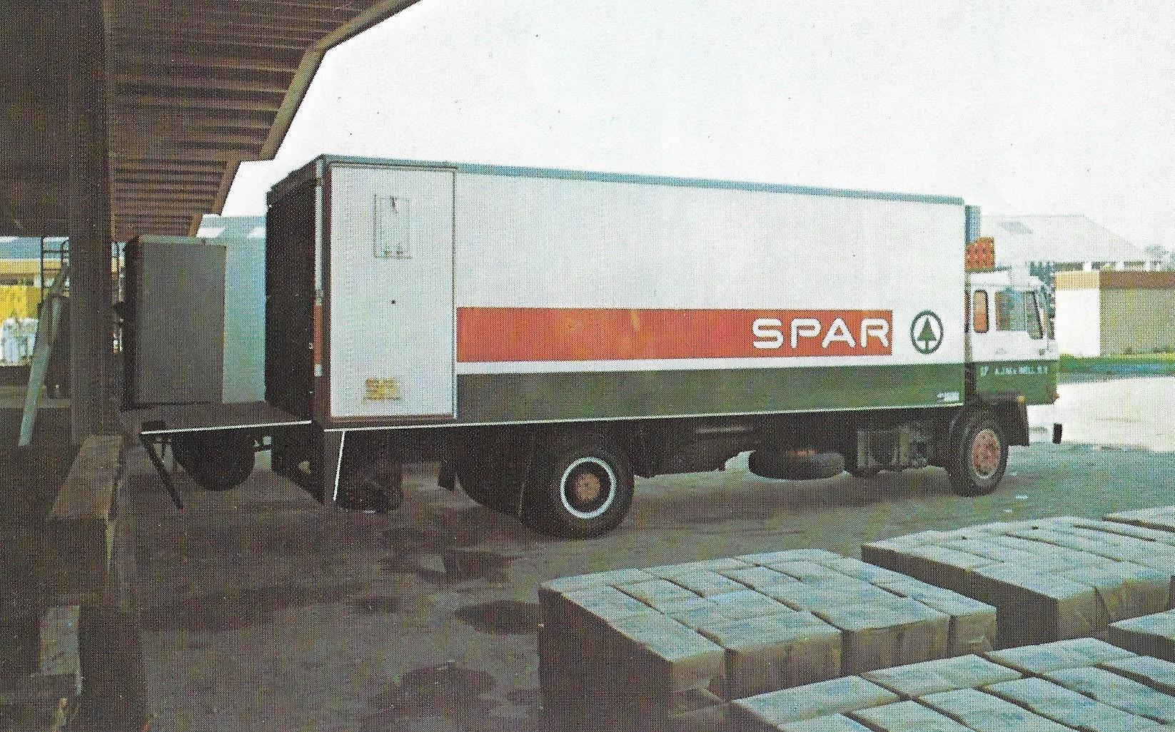 Daf--Spar-wagen-met-Lamboo-carr