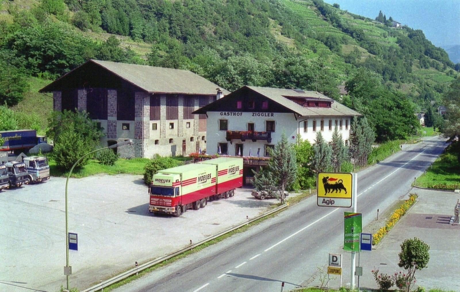 auto-geladen-met-groente-aan-de-stekker-bij-Louise-in-Brixen