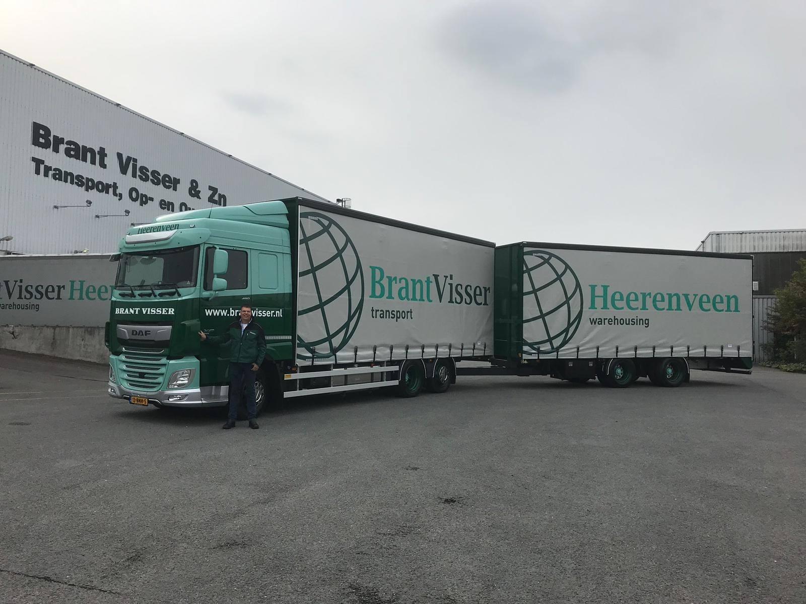 Chauffeur-Fons-van-Bergen-staat-klaar-voor-vertrek-voor-zijn-eerste-groupagerit-naar-Bretagne--Veel-plezier-met-je-nieuwe-combi-Fons--8-5-2019-