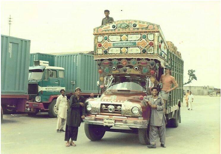 Karachi--Pakistan--1970--chauffeur-Hans-Thoen