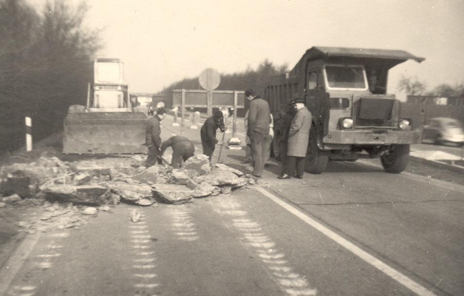 Foden-nr-17-aan-het-werk-op-de-autobahn-in-de-buurt-van-Dusseldorf--Hans-Megens-archief