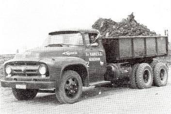 Ford-Big-Jop-F700-nr--22-let-op-de-gastank-links-onder-de-kipper-deze-auto-reden-op-LPG--Haukes-had-in-totaal-5-van-deze-Ford-kippers-Hans-Megens-